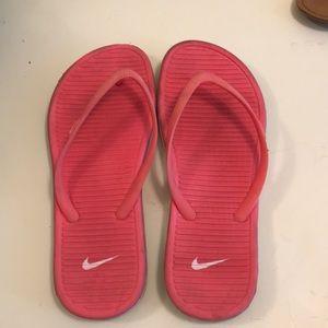 Nike pink size 8 flip flops